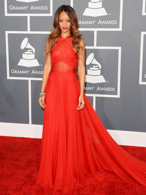 Красные платье на звездах