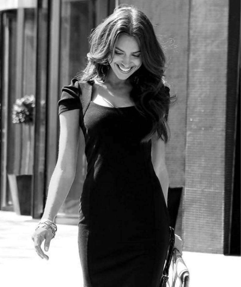 Девушка в кружевном черном платье фотосессия