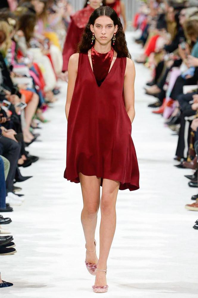 Valentino READY-TO-WEAR 2018 фото с показа на Неделе моды в Париже