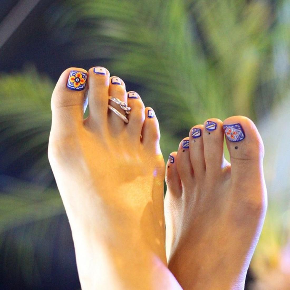 Педикюр красивый дизайн ногтей на ногах фото