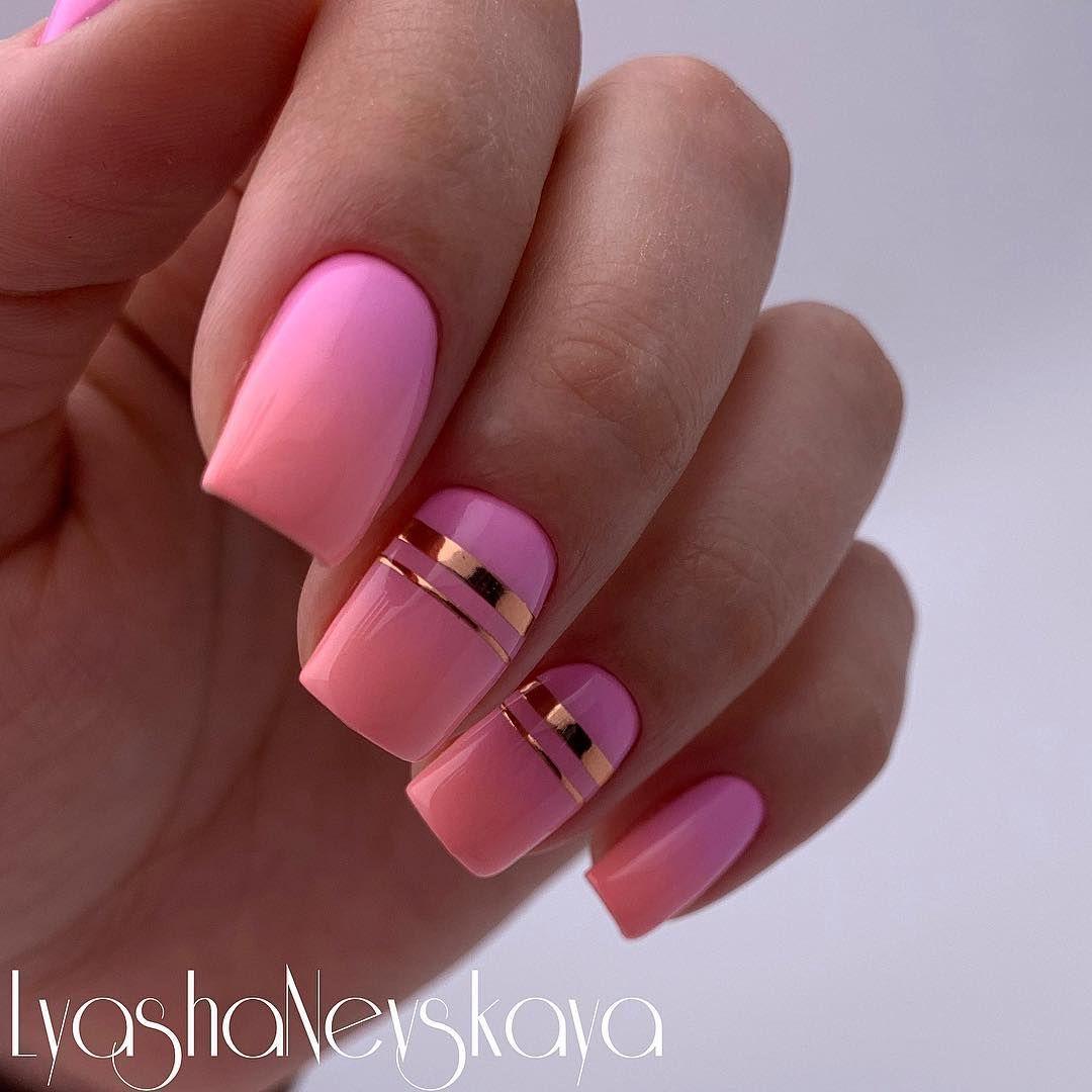 Розовый маникюр с полосками фото