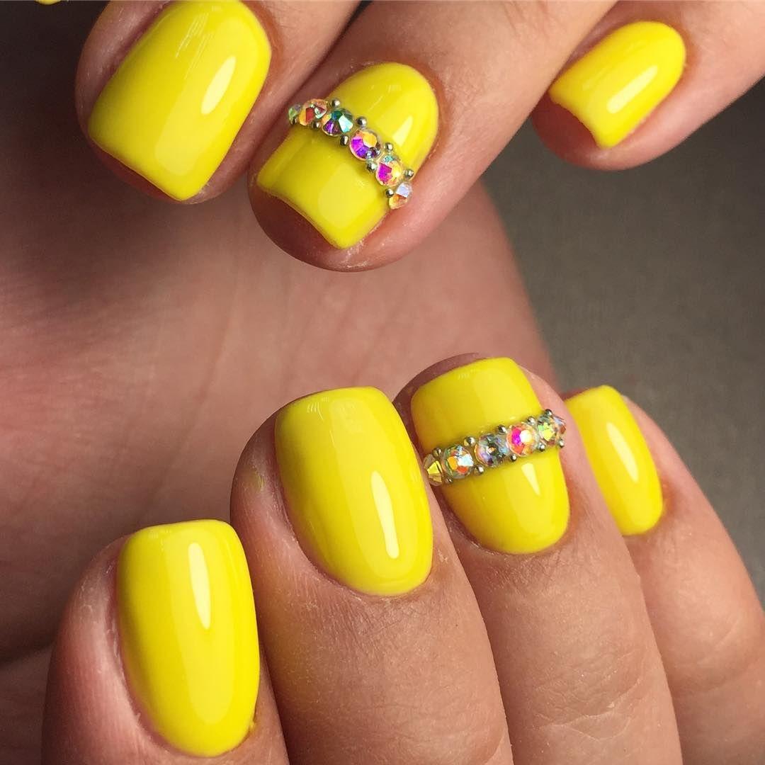 Желтый шеллак на ногтях фото
