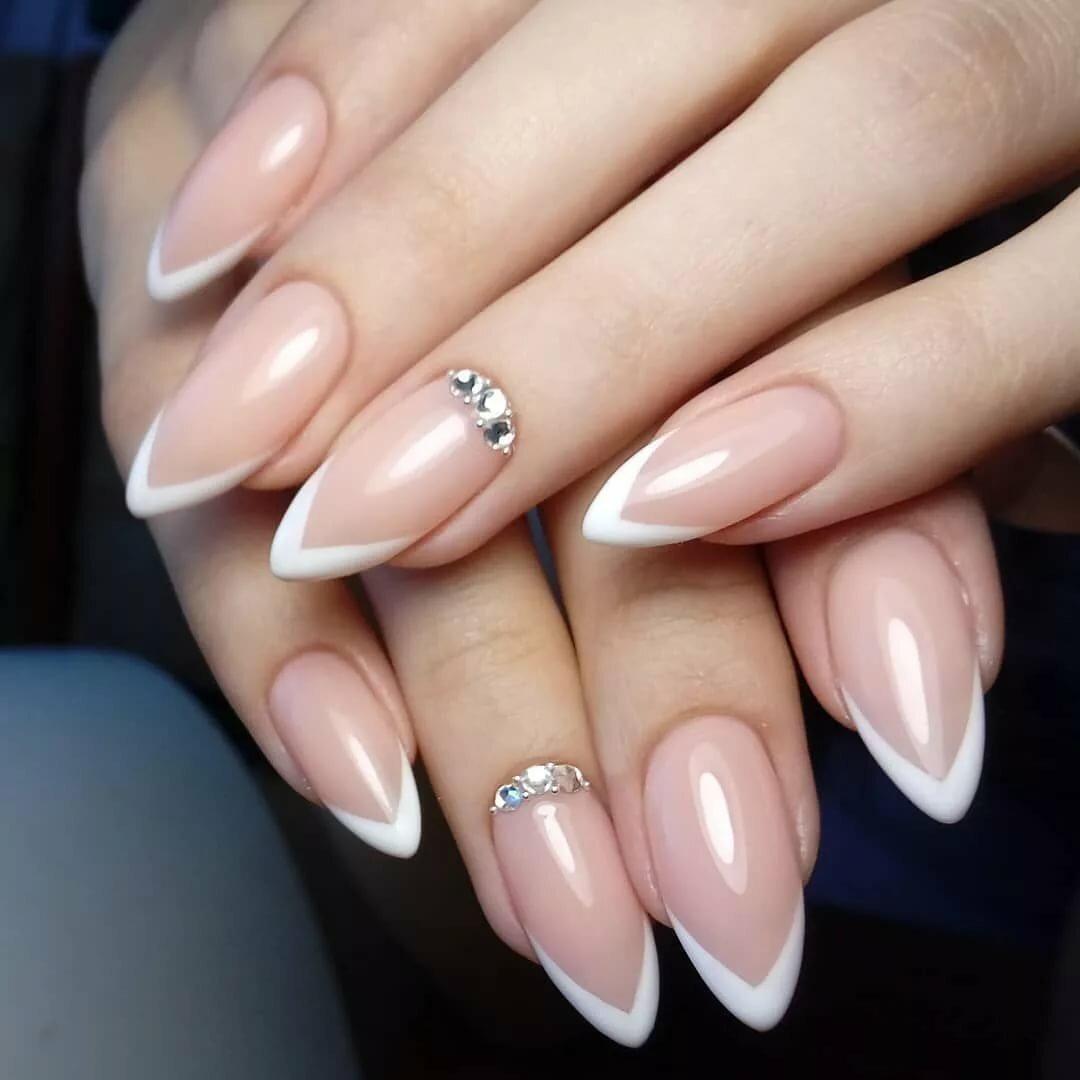 Фото модного френча на длинные ногти
