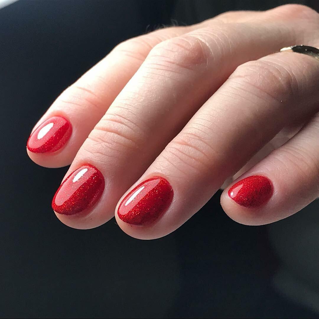 Красный гель лак на короткие ногти фото