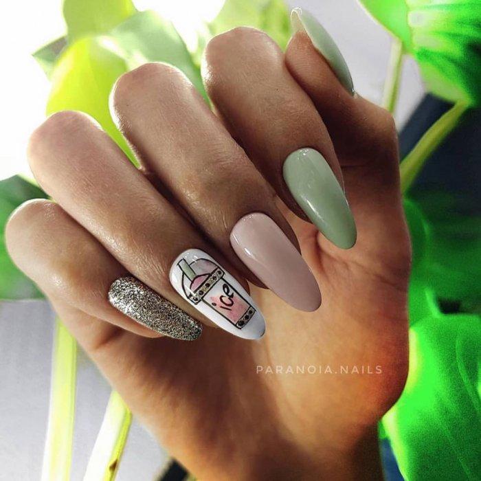 Яркие голубые ногти