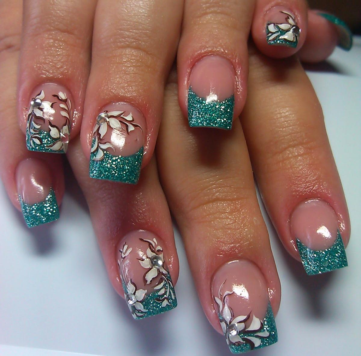 Фото нарощенных ногтей зеленых