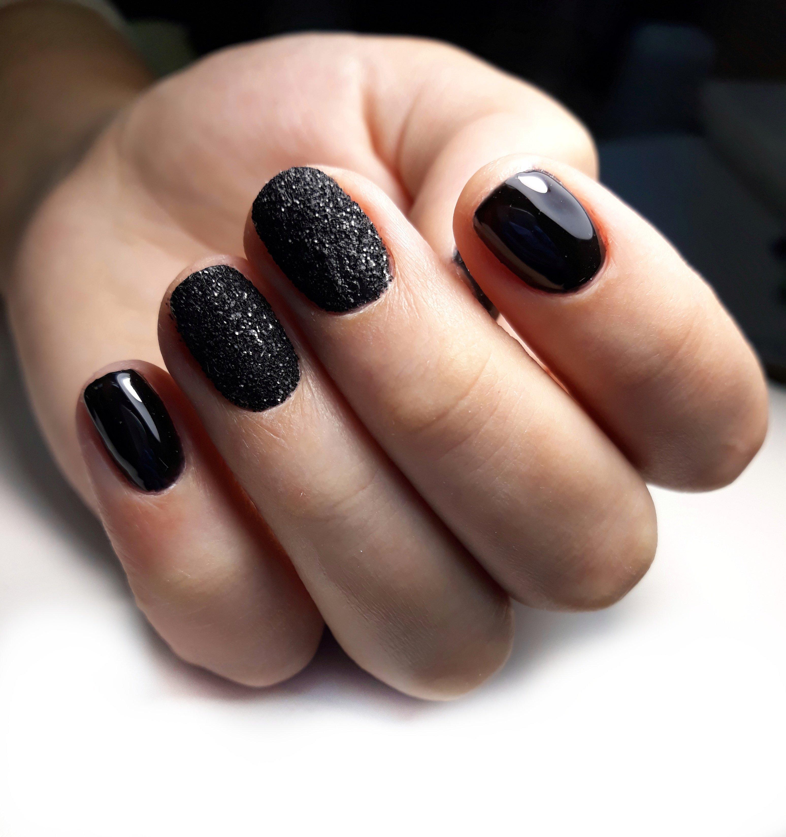 Маникюр под черное платье (40 фото)