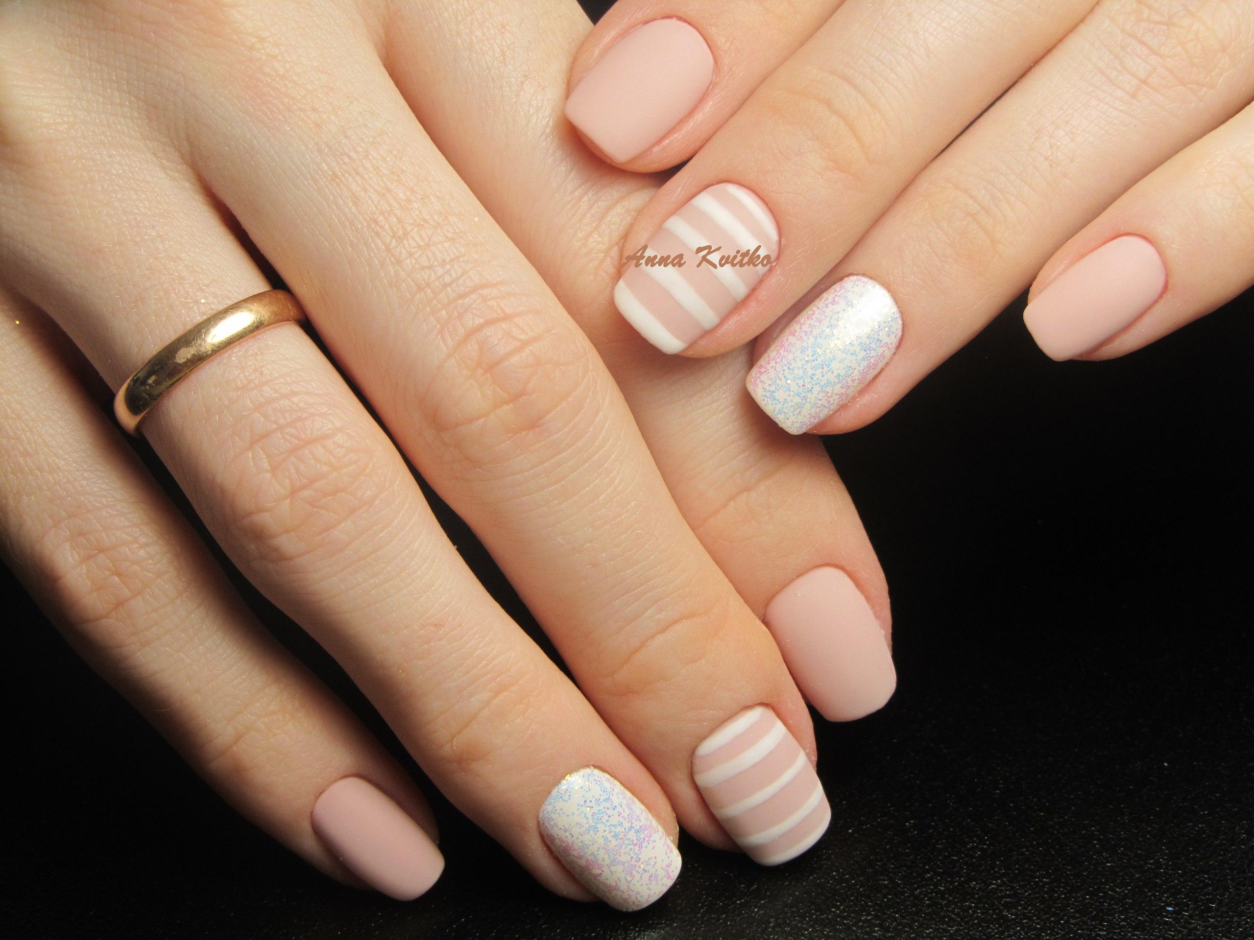 Фото модных светлых ногтей