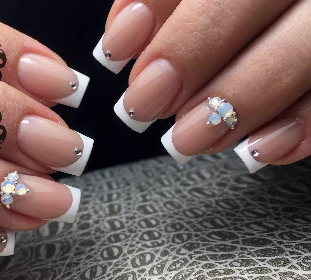 Шикарные ногти со стразами фото - zingerclub.ru