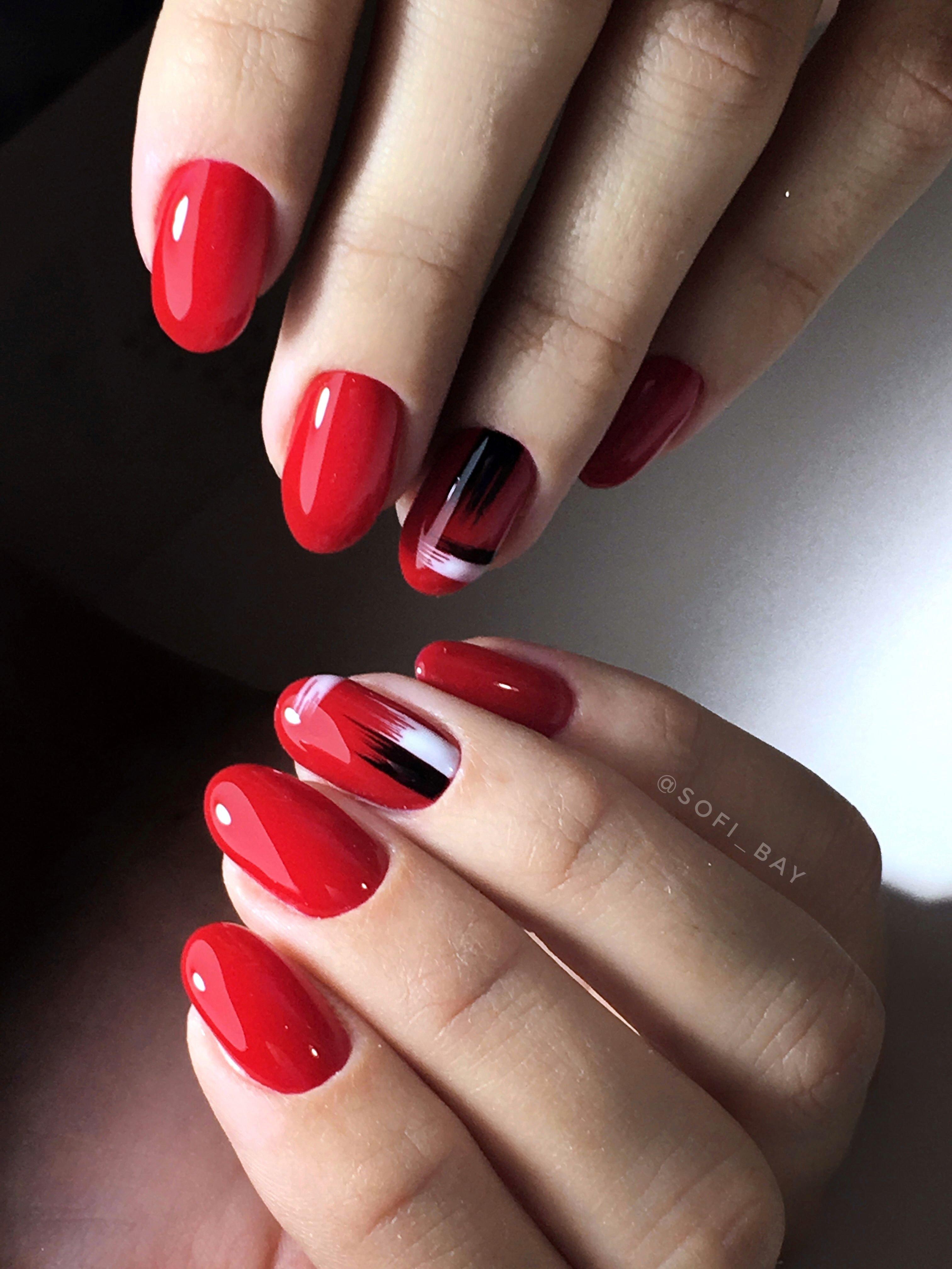 Комбинированный красный маникюр (42 фото)