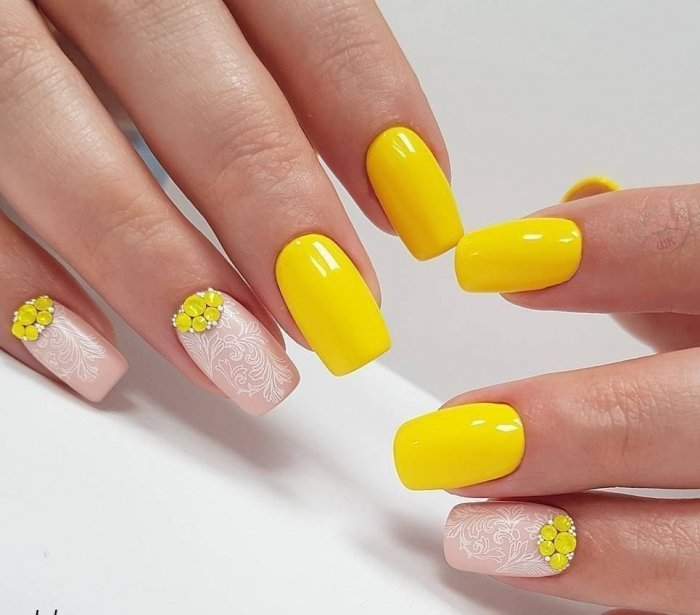 Модный желтый френч