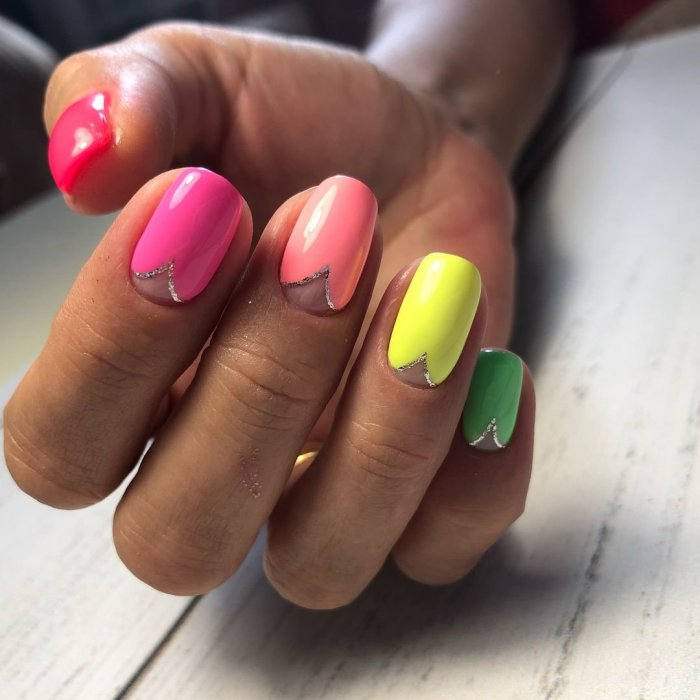 Летний маникюр разноцветный