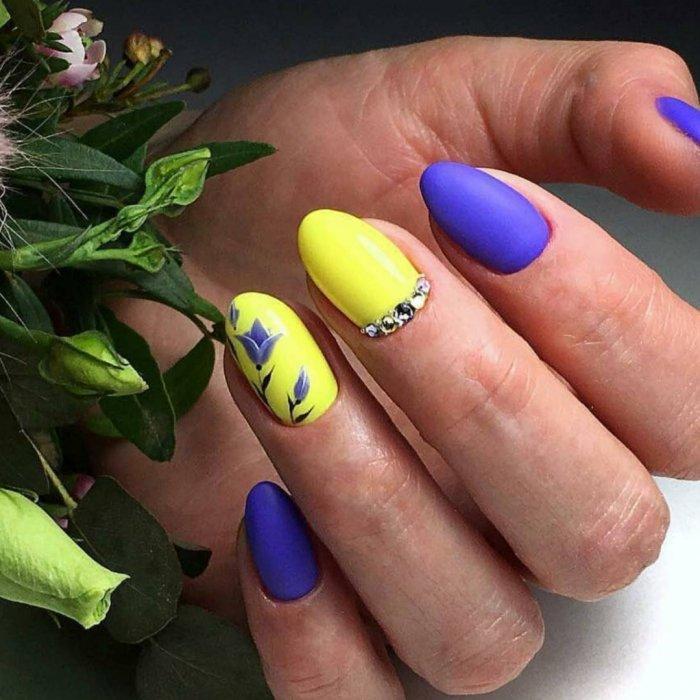 Ногти яркие летние